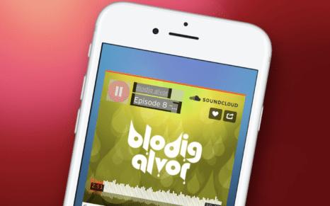 Smarttelefon med skjermbilde fra podkasten Blodig Alvor
