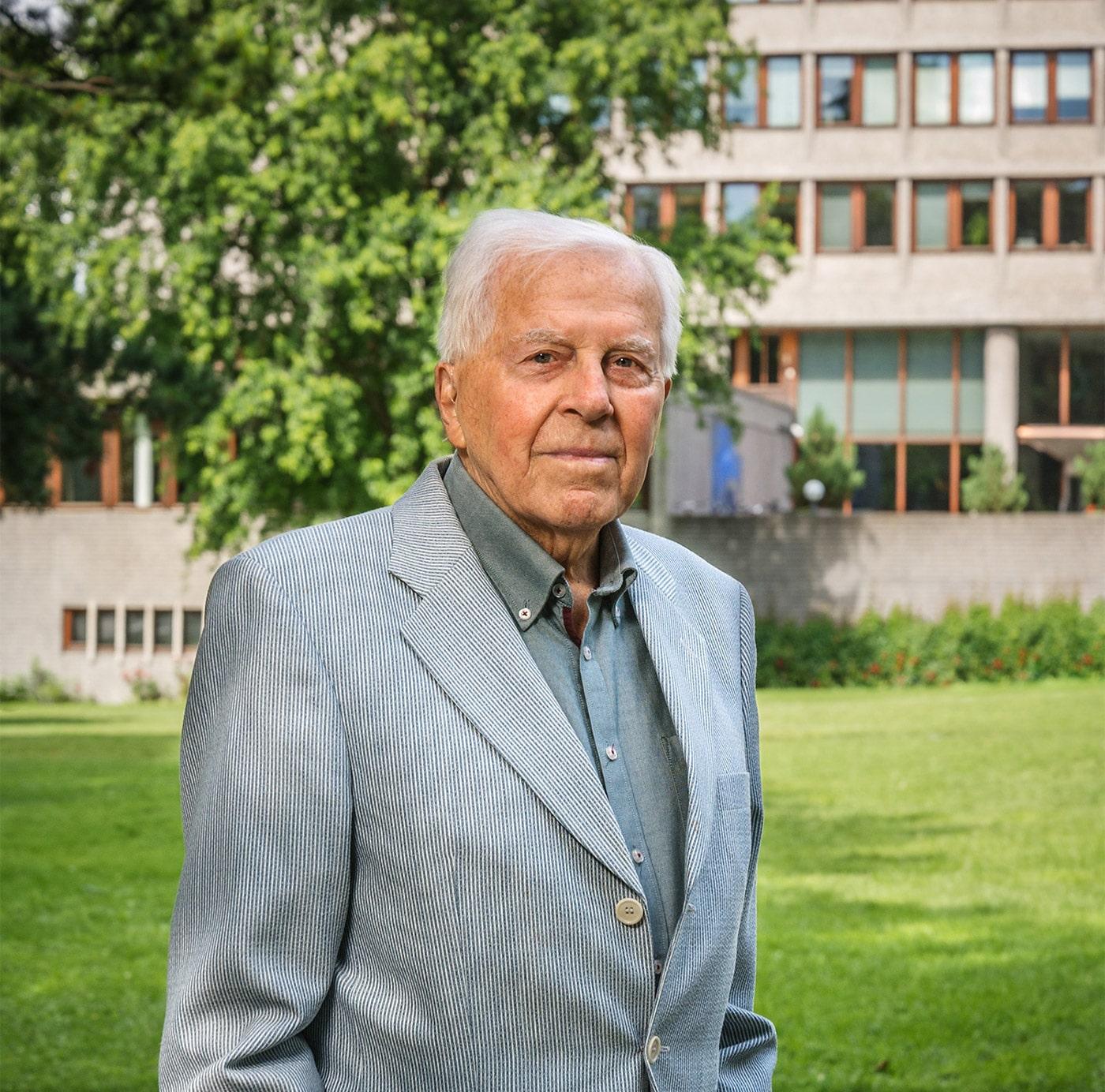 Portrett av eldre mann, Kjell Ulfsby, i Hydroparken ved Solli plass